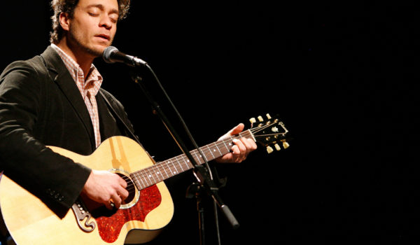 Play Amos Lee Trivia for Tickets